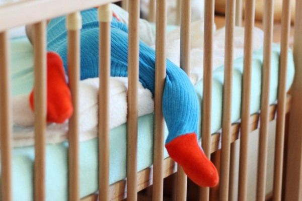 Guide to choosing a safe crib for your baby